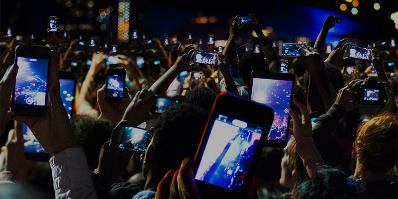 764778897_Micro_Crowd_of_people_with_phones_H